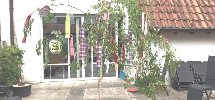 Maibaumstellen in der Tagespflege